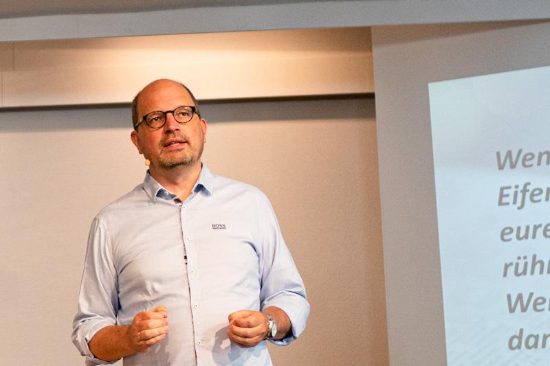 Pastor Markus Endlich predigt
